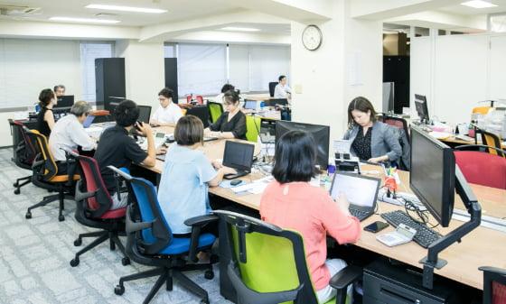 社内の勤務風景